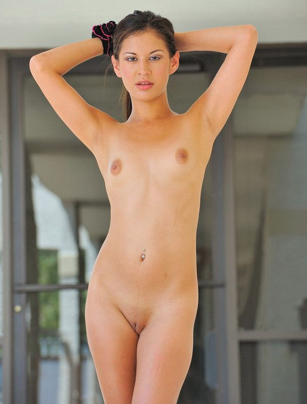 femme gros seins nue escort girl clermont