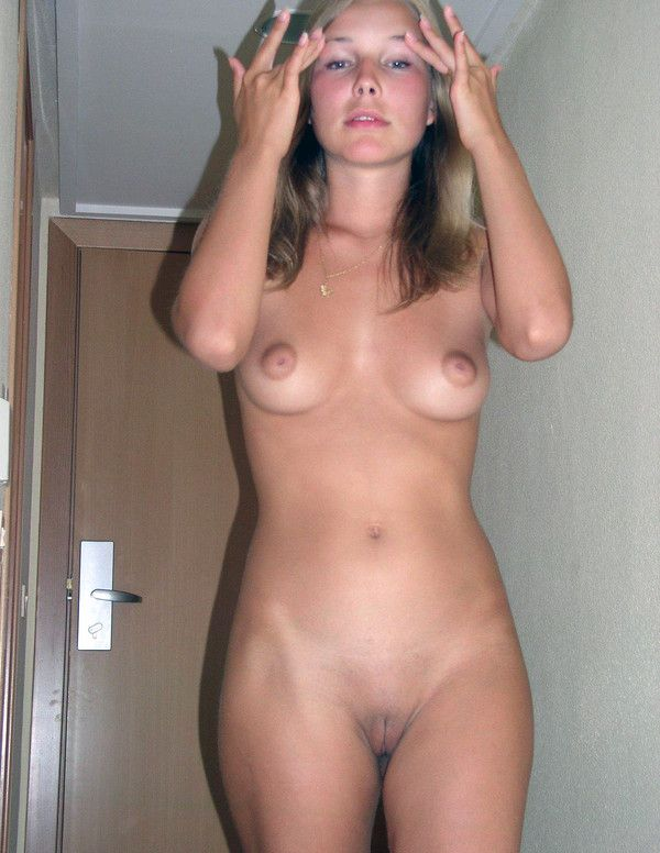 Right! Jolie amatrice nue