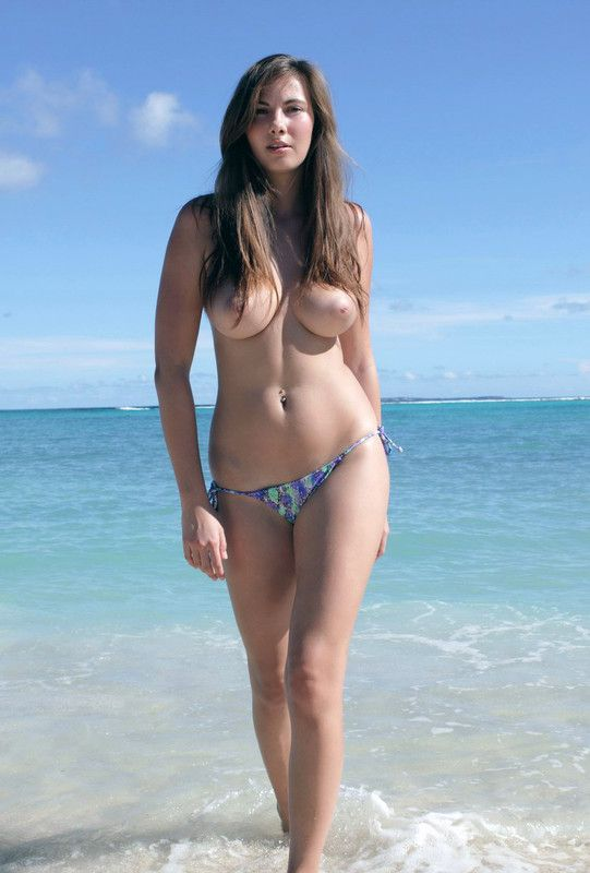 Seins nus  la plage