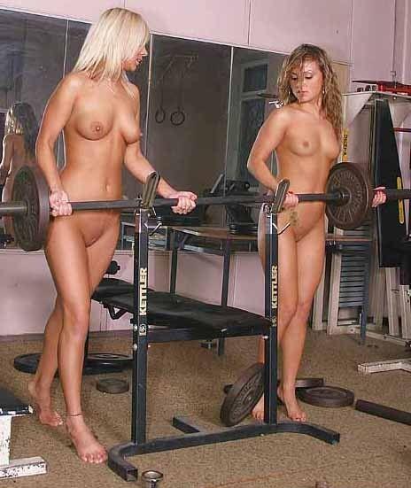 Salopes nues dans une salle de gym - Sexe amateur