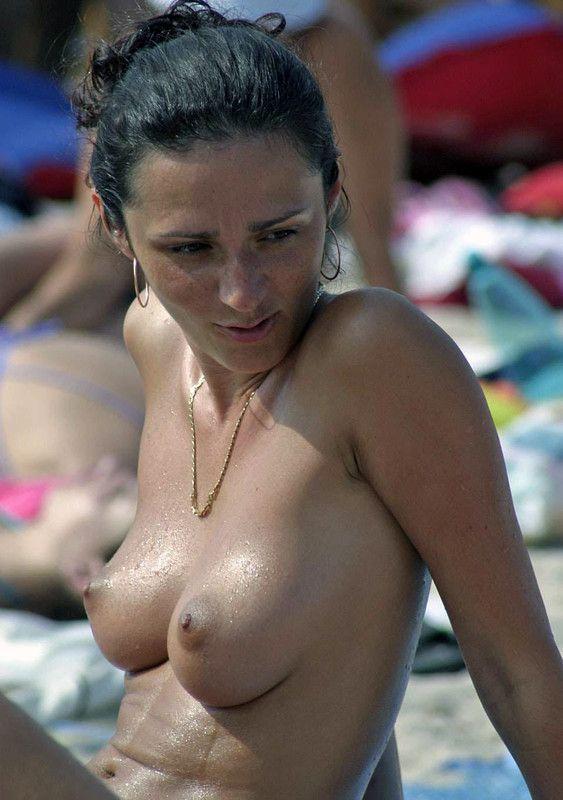 Seins nus à la plage