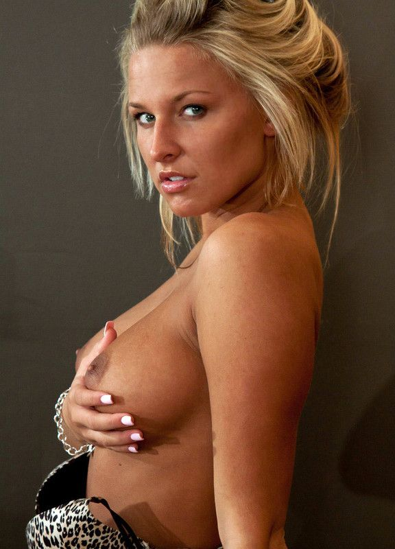 femme avec de beaux seins chat privé gratuit