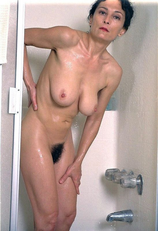 Topic femmes matures nues sous la douche really. join