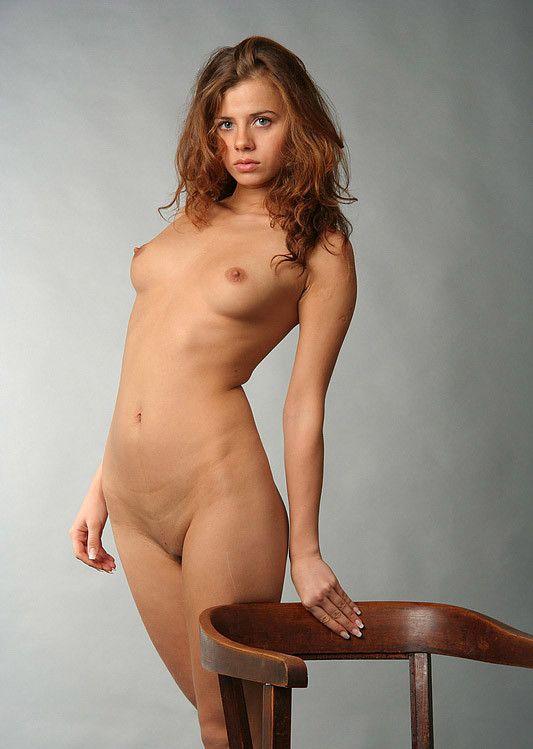 Jolie jeune fille nue