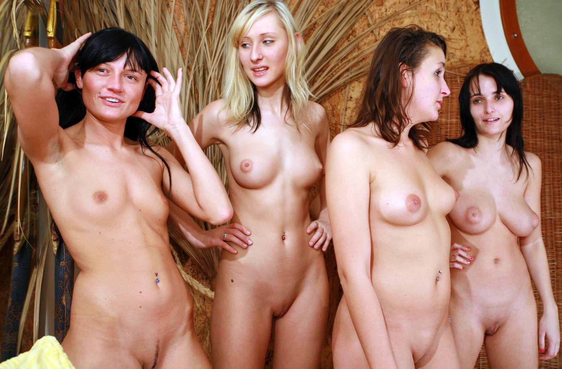 Fille Nue De Groupe